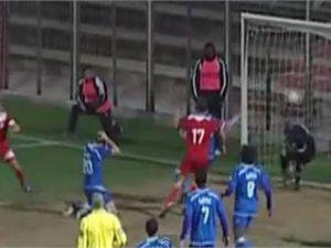 Футболист очень технично забил гол в собственные ворота [Видео]