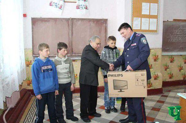 Ученические стулья последний раз в сельскую школу на Черниговщине