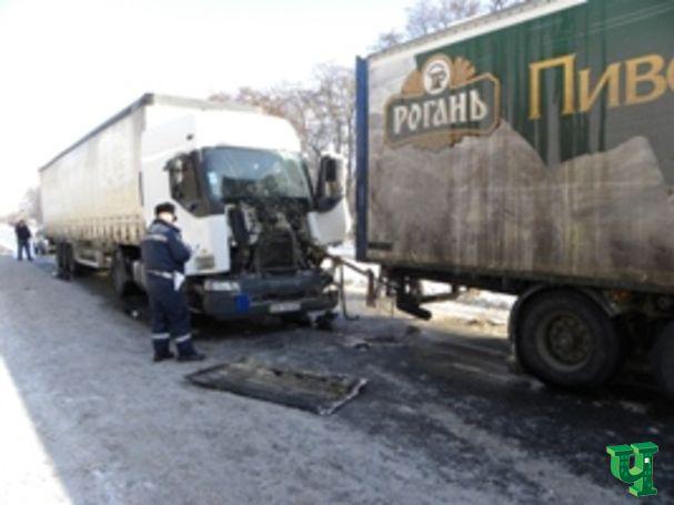 В трех ДТП на Черниговщине столкнулись 16 автомобилей