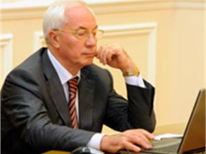 Азаров пообещал прогнать депутатов-взяточников