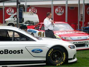 """Ford представил """"авто для неудержимых гонщиков"""" Fusion Naskar"""
