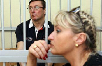 Жена Луценко: Мужу начали давать обезболивающие
