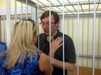 Жена Луценко считает, что ее муж не коррупционер, поскольку не жалел больного сына