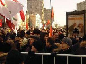 На мітинг у Москві зійшлись вже вісім тисяч людей