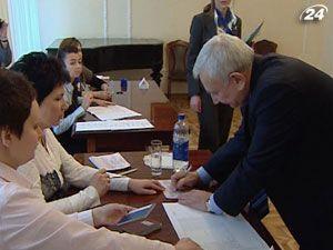 Новий виборчий закон ускладнить голосування українців за кордоном